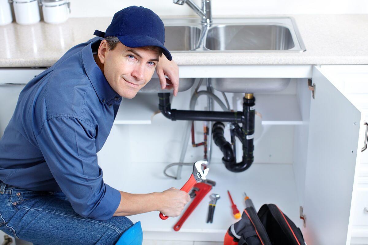 Usługi hydrauliczne w kuchni – kiedy warto zadzwonić po hydraulika